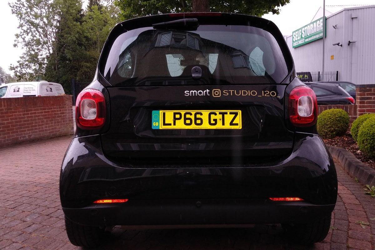 STUD120 Car Signs